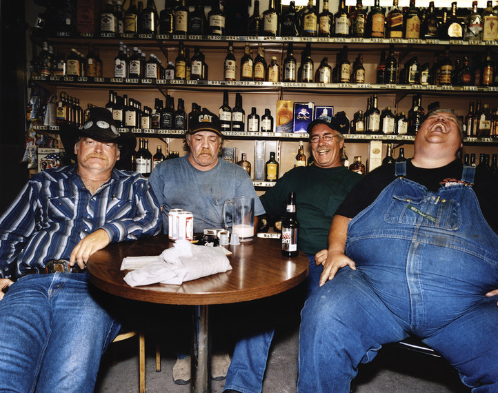 Truckers_around_table